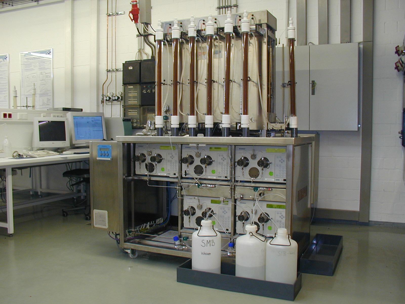 Simulated Moving Bed (SMB) SiChem Labor Aufreinigung und Enantiomerentrennung für kg Mengen